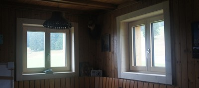 Die Innenfutter der Fenster sind jetzt auch montiert.